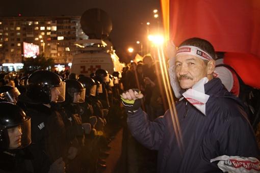 Люди поддержали лидеров оппозиции, которые потребовали перевыборов на 5 округах. Фото Олега Терещенко