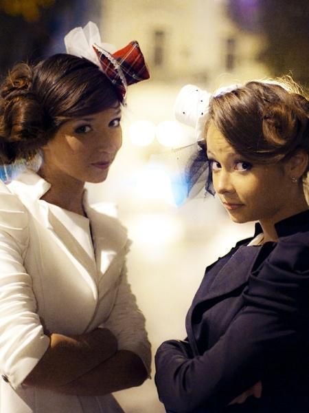 По сюжету сестры-двойняшки нашли чемодан с деньгами. Фото с сайта movie.com.ua