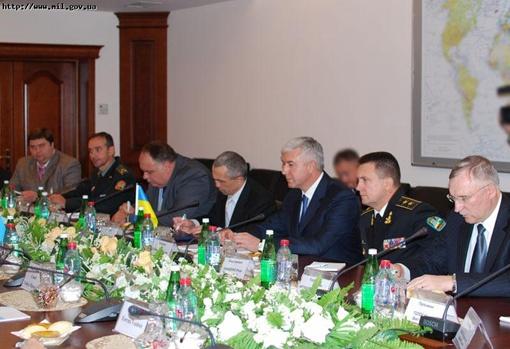 Во время встречи отмечалось, что президенты обеих стран придают большое значение развитию двусторонних отношений между Украиной и Азербайджанской Республикой.