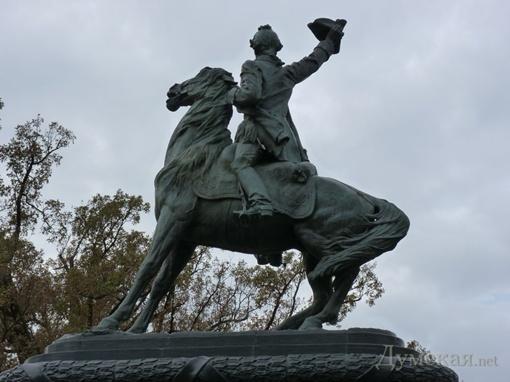 У лошади украли сбрую, а у полководца - оружие. Фото: Думская.net.