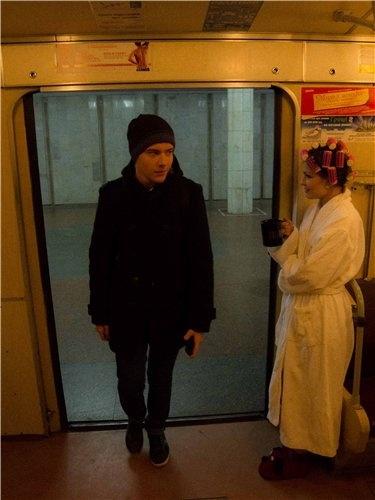 Девушка явно не стесняется других пассажиров.  Фото с сайта  kh.vgorode.ua
