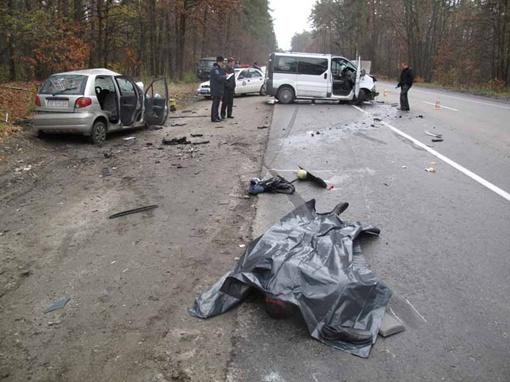Машины от удара разбросало в разные стороны, фото Николая ШИНКАРЯ