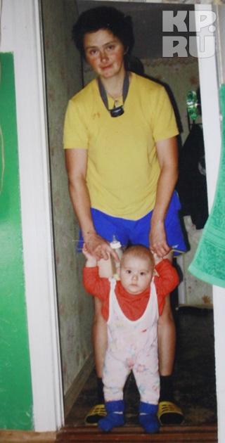 Ирина с Павликом. Здесь мальчику около года. Фото: Из архива Александра Куценко.