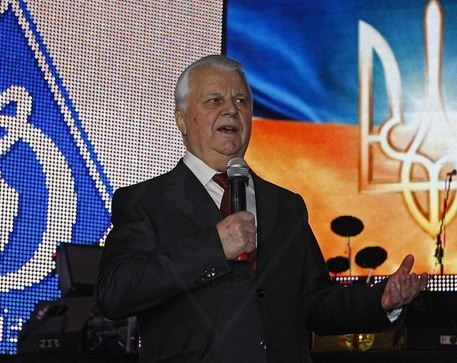 Давний поклонник команды Леонид Кравчук... Фото: официальный сайт клуба.