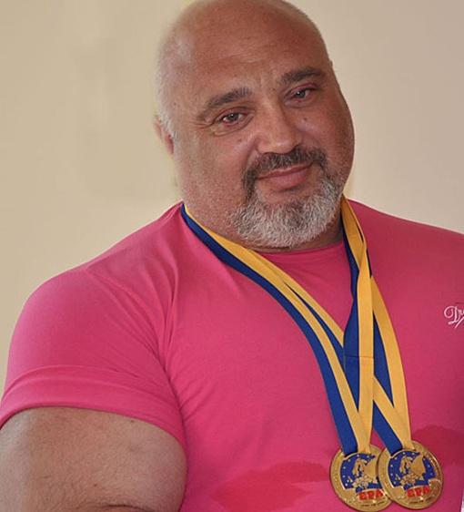 Священник - чемпион. Фото с сайта izmacity.com
