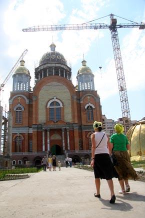 Духовным центром Оболонских Липок стал храм на улице Приречной.
