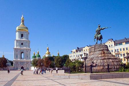 Посмотреть на православную святыню съезжаются туристы со всего мира.