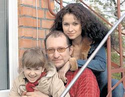 Каролина, Евгений и Алиса все свободное время стараются проводить вместе.