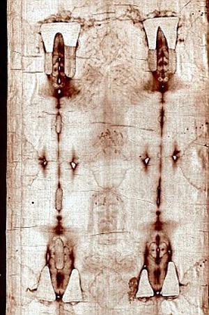 Согласно документальным свидетельствам, да Винчи мог так «выжечь» свои черты на ткани с помощью камеры обскура.