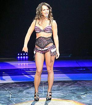 В отпуске певица обходила стороной спортзал и не соблюдала диету. Фото: Daily Mail.
