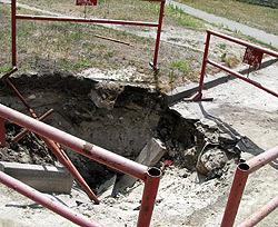 Воду откачали, а ямы остались.