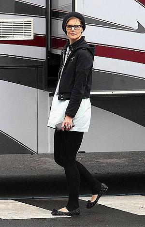 В таком виде окружающие едва узнавали жену одного из самых известных голливудских актеров. Фото: socialitelife.celebuzz.com.