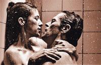 Фильм о войне полов открывает откровенная эротическая сцена.