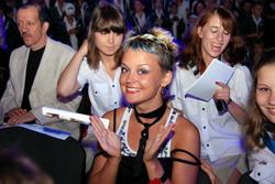 7. Актриса Ольга Лукъяненко (Ксюша из сериала «Кадетство») в Артеке проводила мастер-классы и вручала призы.