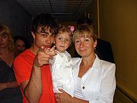 Триумфатор «Евровидения-2009» Александр Рыбак встретился на фестивале со своей сводной сестрой Юлей и племяшкой Ульяной.
