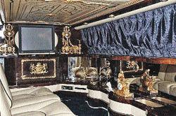 Это не комната в роскошном особняке. Это салон лимузина Rolls-Royce Silver Seraph Limousine из коллеции Джексона. Дизайн - его же.