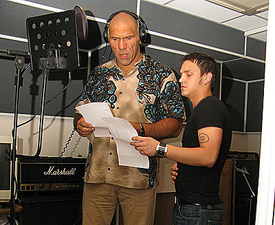 Николай Валуев и Дэн Петров спели песню про ангела. Фото: Владимир Соколов.