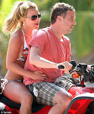 Травик знает Бритни уже довольно давно, но их страсть разгорелась всего несколько месяцев назад. Фото: socialitelife.celebuzz.com.