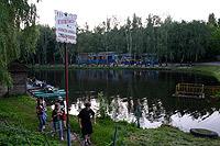 На Нивках катамаранов хватит всем, а вот купаться запретили.