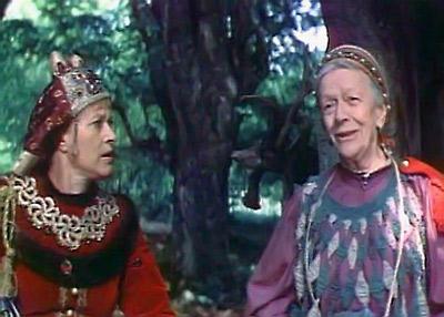 А запомнили мы актрису в образе задорной старушки (фильм «После дождичка в четверг»).