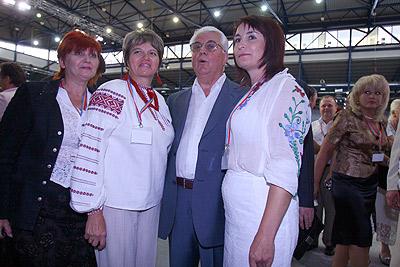 На праздник заглянул и первый президент Украины Леонид Кравчук.