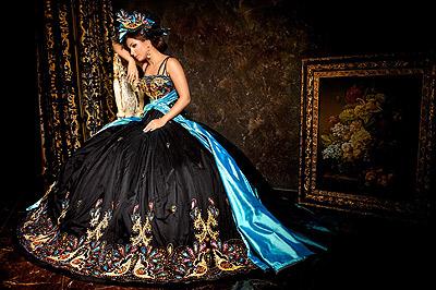 Ани Лорак в платьях от Шаховской выглядит настоящей королевой.