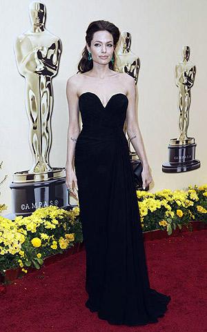 На Оскаре - в черном платье с корсажем от модного дизайнера Elie Saab. Фото: АР.