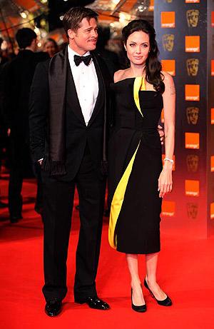 Еще одно платье от Max Azria: Анджелина была в нем весной на церемонии вручения наград Британской киноакадемии (