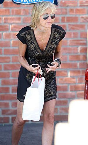 Актриса отправилась за покупками и долго гуляла по улицам Беверли-Хиллз. Фото: showbiz.sky.com.