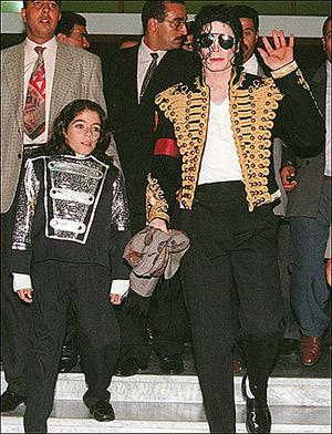 Майкл Принс младший удивительно похож на Омера. Первая встреча. Майкл с 12-летним Омером в Тунисе, 1996 год. Фото: thesun.co.uk.
