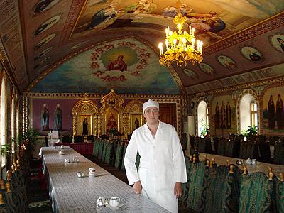 Повар Лавры Михаил Галка будет кормить высокого гостя котлетами по-киевски.