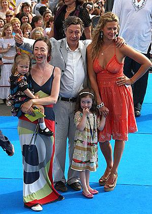 Михаил Ефремов на «Кинотавре» с женой Софьей (слева), племянницей (справа) и двумя маленькими дочками.