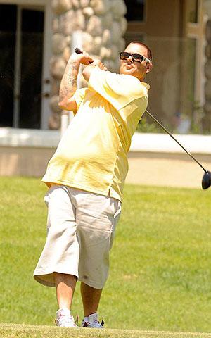 Пока экс-супруга колесит по миру и вкалывает на сцене, Кевин прожигает жизнь в гольф-клубе. Фото: celebrity-gossip.net.