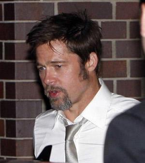 Воспользовавшись временной свободой, Бред явно не спешил отправляться в отель спать. Фото: Radaronline.com.
