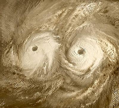 Еще одна загадка: два вихря над северным полюсом Венеры.
