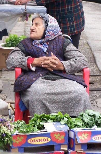 Внучек, «стихийного» укропчику не желаешь? Фото с сайтов www.ric.ua и www.foto.mail.ru.