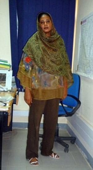 Просторные брюки журналистка носила вместе с широкой рубашкой и платком. Фото: flickr.com.