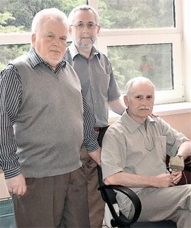 Изобретатели прибора (слева направо) Валентин Дорошев, Виктор Белошенко, Александр Карначев.
