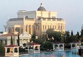 Дом Исмаилова находится на территории отеля.