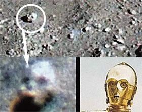 Отдаленное сходство между головой в кратере и робота из «Звездных войн» определенно есть!