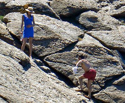 Николя Саркози спешит к своей супруге на крыльях любви... Фото: zimbio.com.