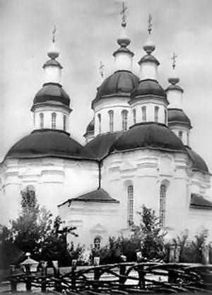 Таким был один из первых каменных храмов в Полтавской области.
