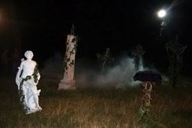 Бутафорское кладбище оказалось по-настоящему мрачным.