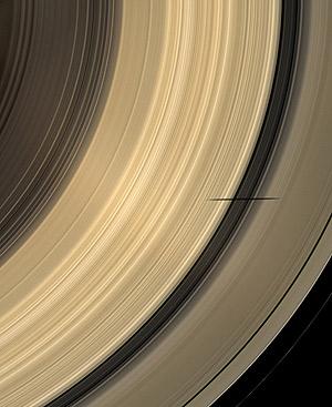 Эллиптическая тень на кольце Сатурна.