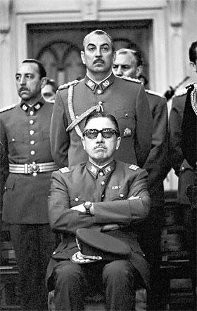 Пиночет понимал: навести порядок в стране только пулеметами не удастся.