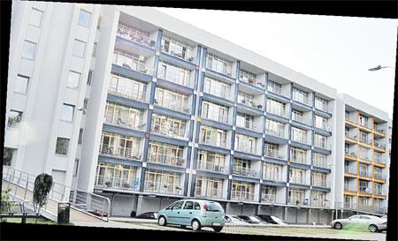 В этом доме купила квартиру Ольга Будина.