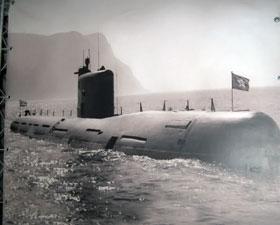 Подлодка заходит в балаклавскую бухту (архивное фото).