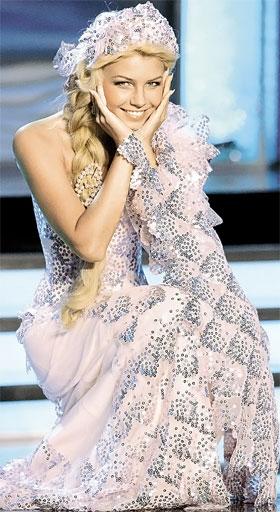 На конкурсе национального костюма Кристина блистала в платье от Ермакова.