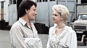 В фильме «Блондинка за углом» героиня Догилевой все решала за мужа (А. Миронов) - и он от нее сбежал.