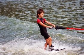 Один из самых младших воспитанников клуба Sentosa - будущая звезда воднолыжного спорта.